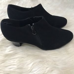 Munro America black zip bootie shoes 9.5